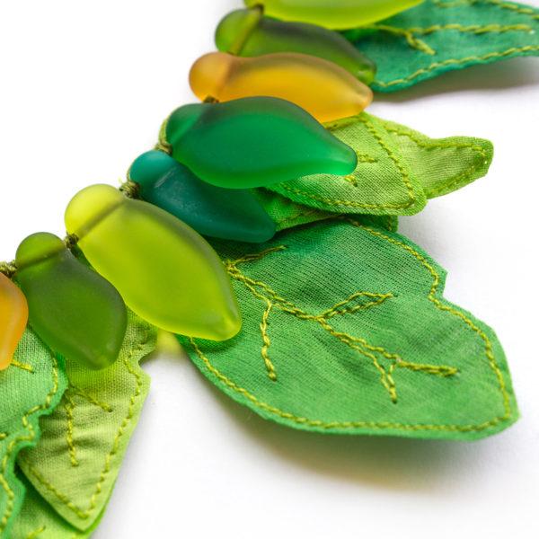 Parure verte et jaune inspirée de la jungle