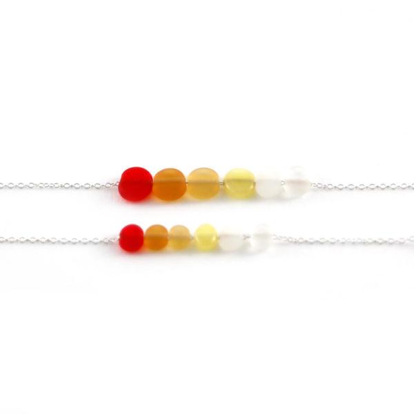 Perles en verre rouge orangé faites à la main