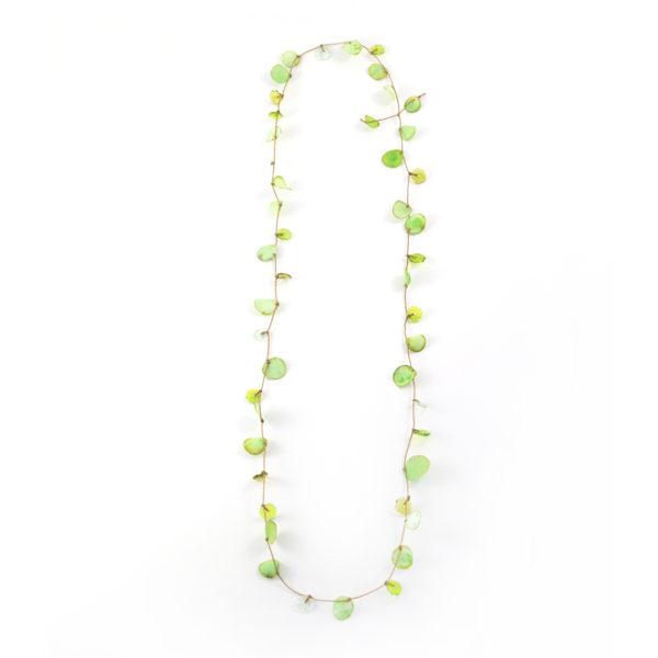 Sautoir léger presque aérien en tissus et perles en verre